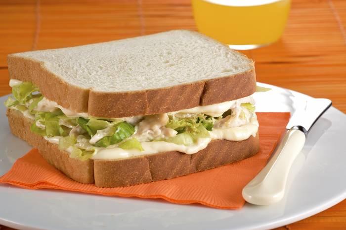 como hacer sandwich de pollo desmenuzado