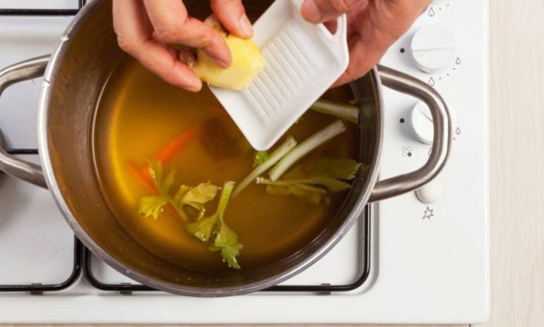 Sopa con ligero toque picante