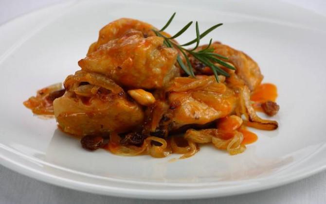 Pollo con salsa de almendras