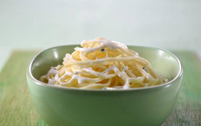 espaguetis cuatro quesos