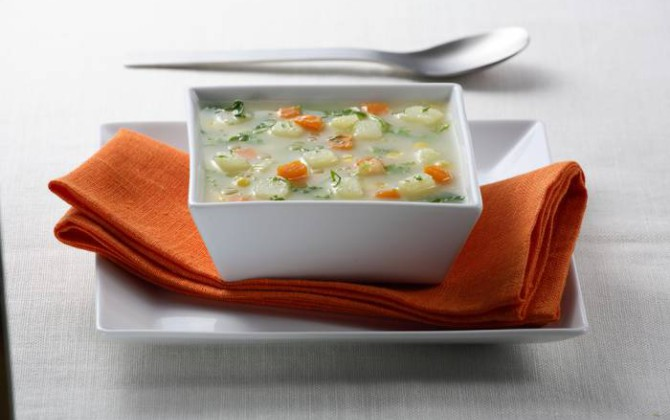 Sopa de verduras con maíz