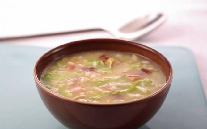 Sopa de repollo con arroz