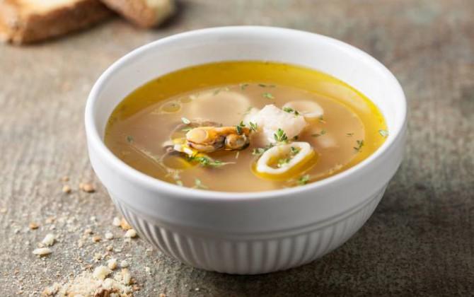 Sopa de pescado y mejillones