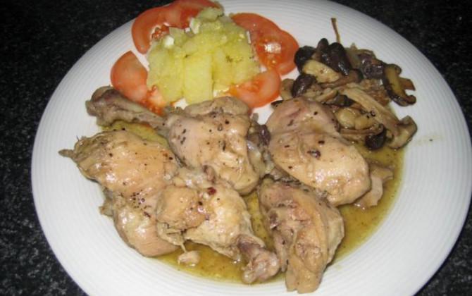 pollo en salsa a las finas hierbas