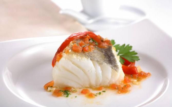 Lomo de bacalao con pimientos confitados