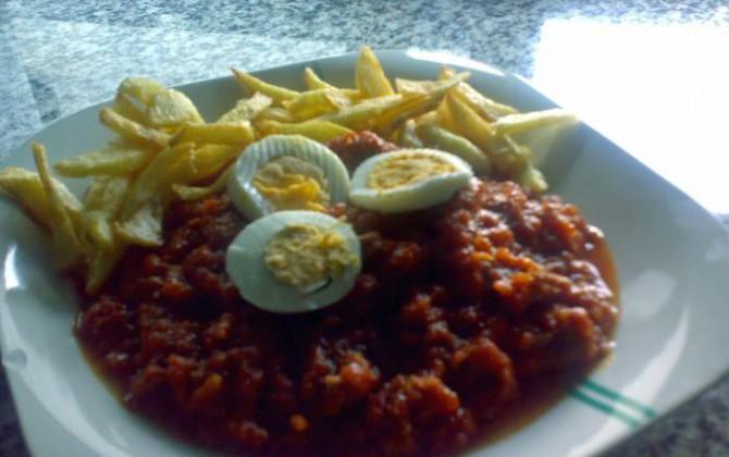carrillada con tomate y patatas fritas para riberaalbuera