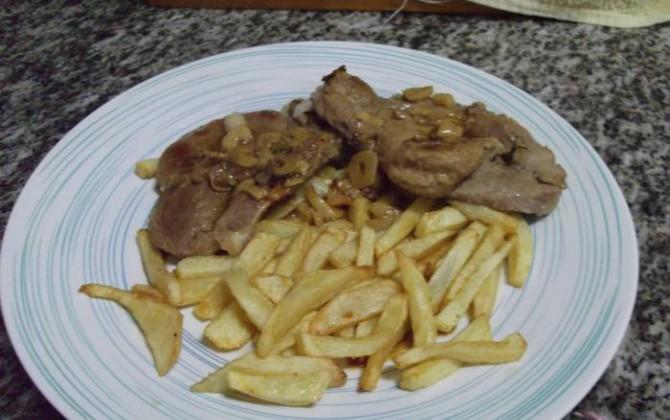 chuletas de cerdo a la cerveza con patatas fritas para pilar4281