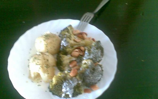 brocoli con cacahuetes