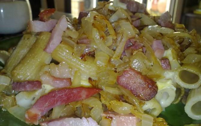 pasta al horno con jamón serrano y panceta ahumada
