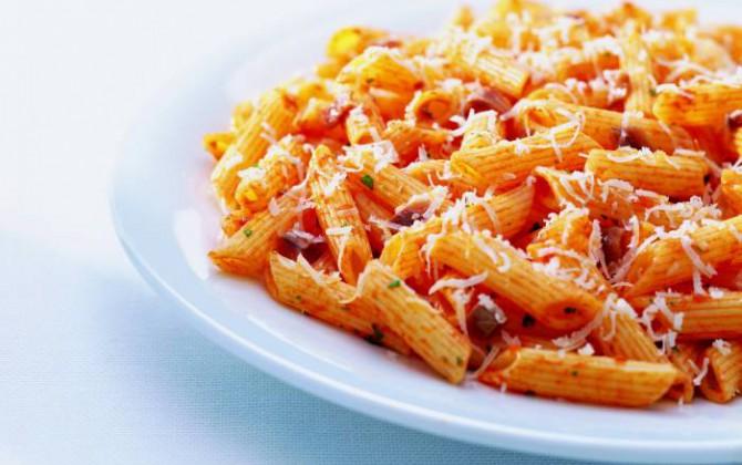 Pasta con tomate y orégano