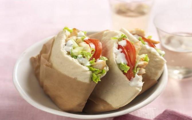 Shawarma casero de pollo y salsa tzatziki