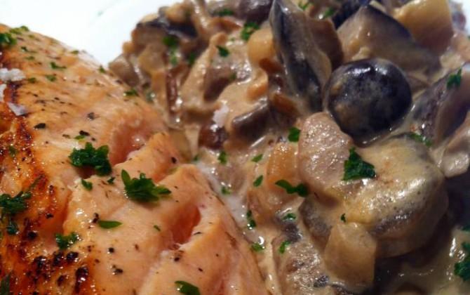 Lomo de salmón con salsa de setas