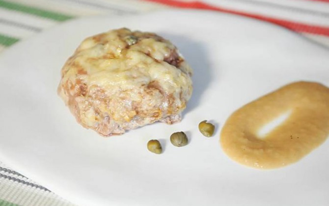 Receta de Hamburguesas Gratinadas con Salsa de Cebolla