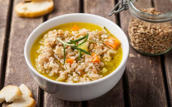 Sopa de cereales con romero