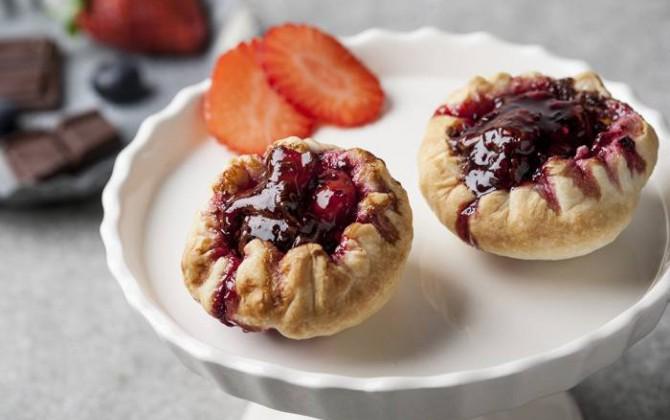 Pastelito de frutos rojos con chocolate