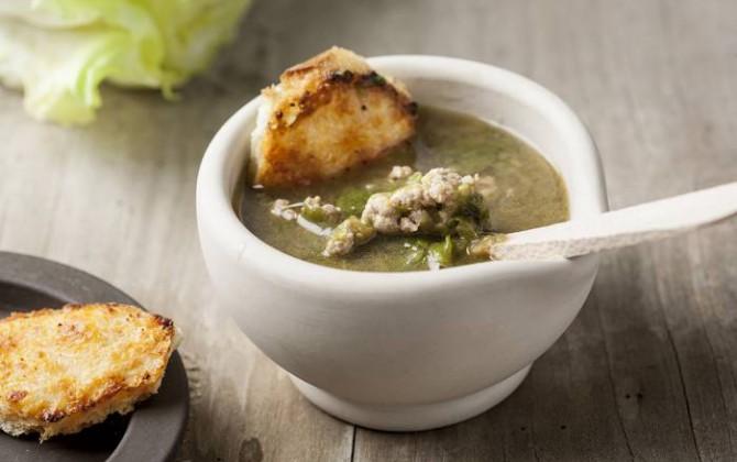 Sopa de escarola y ternera