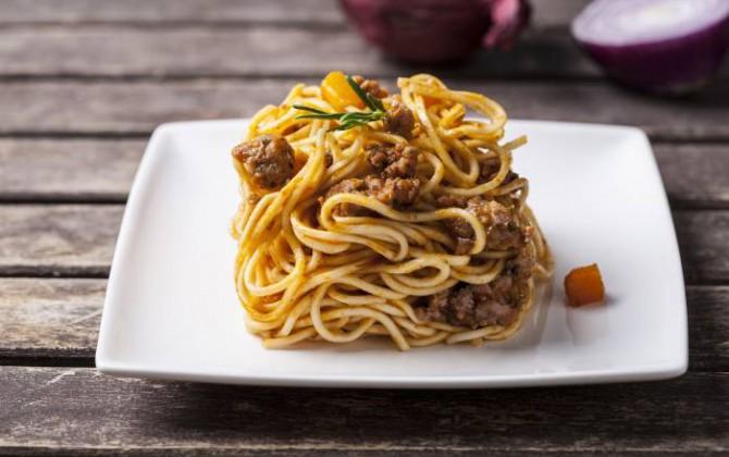 Espaguetis con salchichas