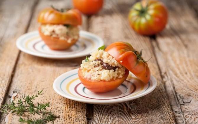 Tomates rellenos de cuscús y olivas