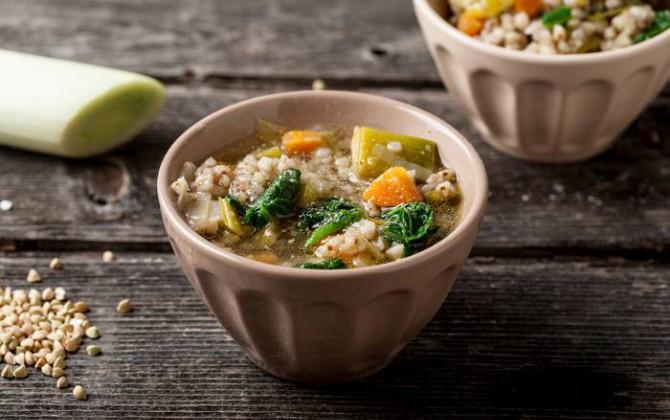 Sopa de puerro y trigo