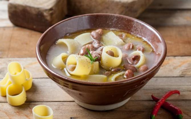 Sopa de pasta y alubias