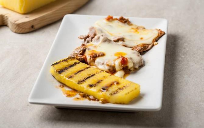 Filete con queso y polenta