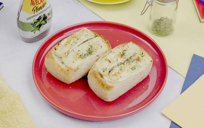 Pan relleno de camembert con verduras