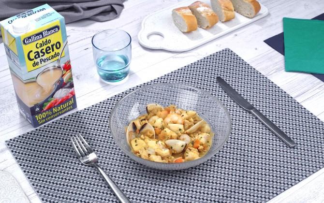 Bodegón con producto merluza marinera con almejas