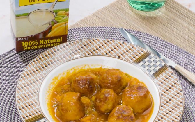 Bodegon con producto albondigas de pollo en salsa