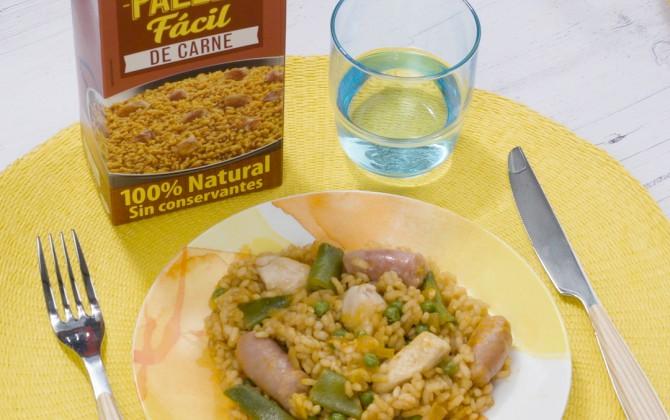 Bodegon con producto arroz con pollo y salchichas