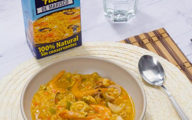 Bodegón con producto arroz caldoso con marisco