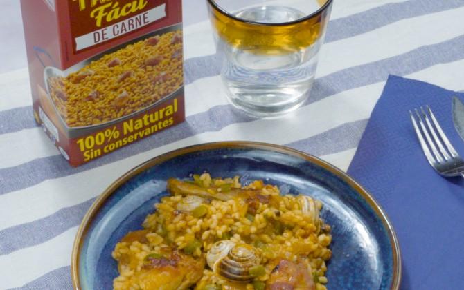 Bodegón de arroz con conejo y caracoles con producto