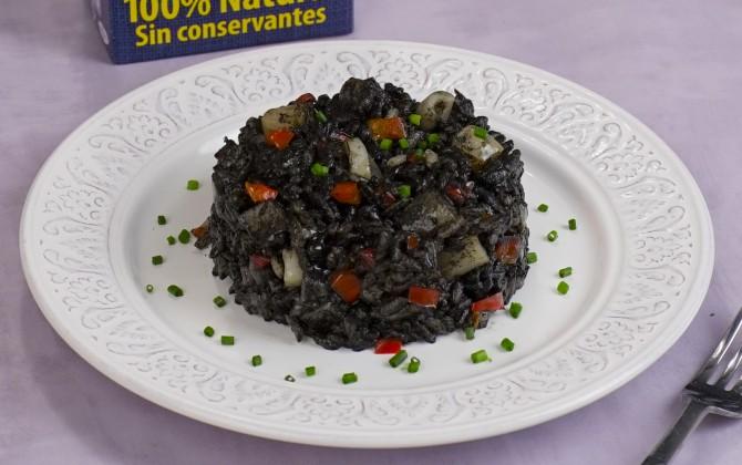 Bodegón de arroz negro con sepia sin producto