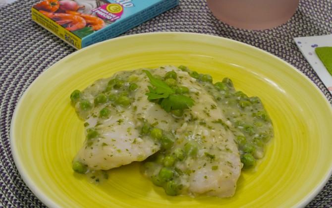 Bodegón de merluza en salsa verde con guisantes sin producto