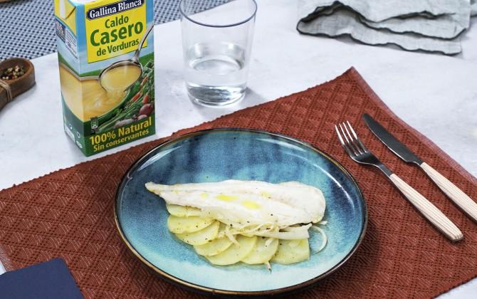Merluza al horno con patatas y cebolla con producto