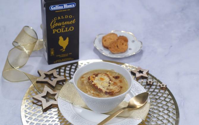 Sopa de cebolla con queso con producto