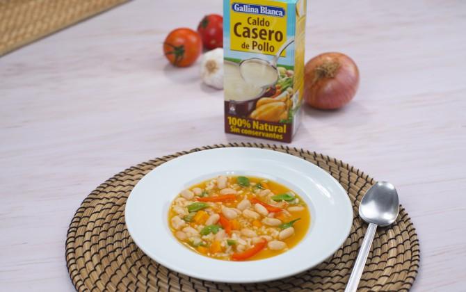 Bodegón con producto alubias con arroz y verduras