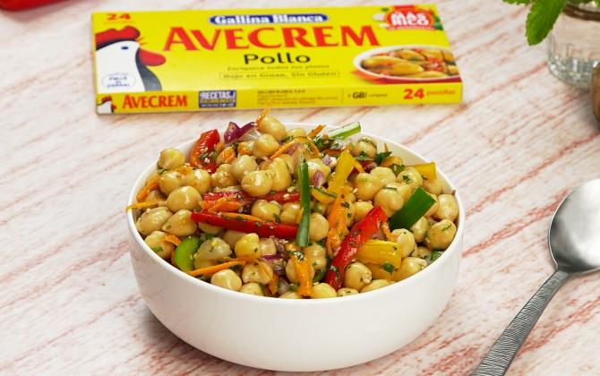 emplatado-con-producto-ensalada-de-garbanzos-con-verduras