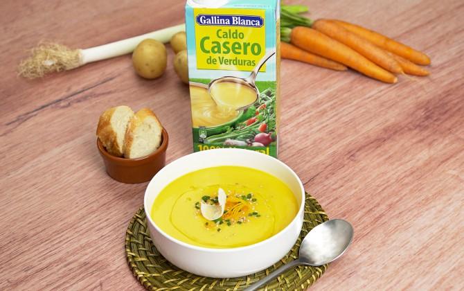 Emplatado crema de puerros y zanahoria con producto