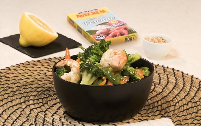 Emplatado con producto wok de verduras y cigalas