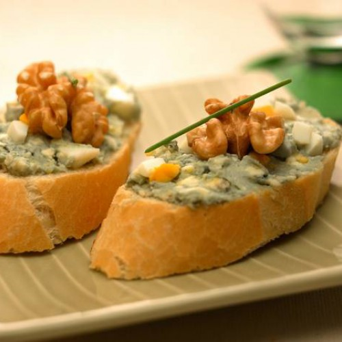 Montaditos de queso azul