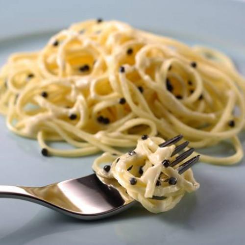 espaguetis con caviar