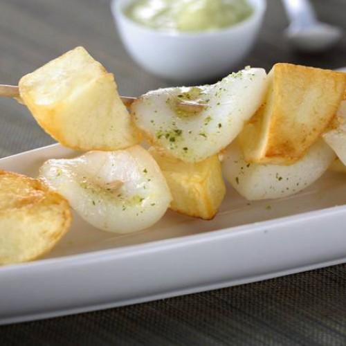 Brochetas de sepia y patatas alioli