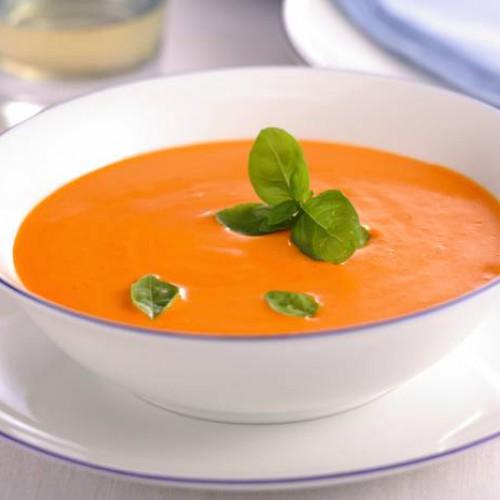 Crema fría de tomate, pimiento y albahaca