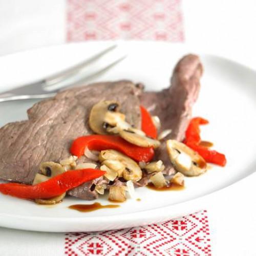 Filete de avestruz con salsa de champiñones