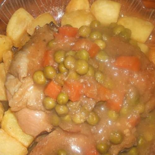 pollo con guisantes y zanahorias