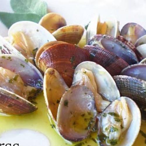 almejas con ajo y perejil (recetario de dolorss)
