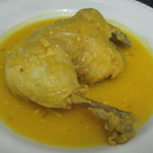 pollo guisado en amarillo