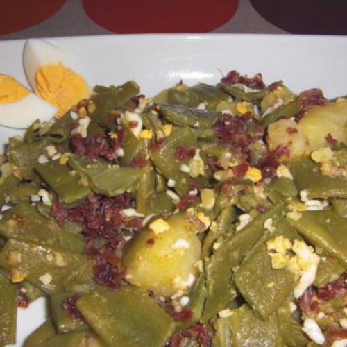 judías verdes con huevo duro y jamón