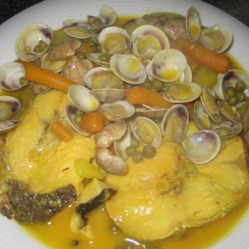 merluza con chirlas y patatas