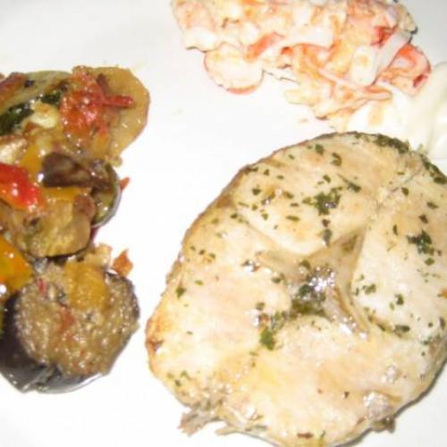 merluza a la plancha con verduras braseadas